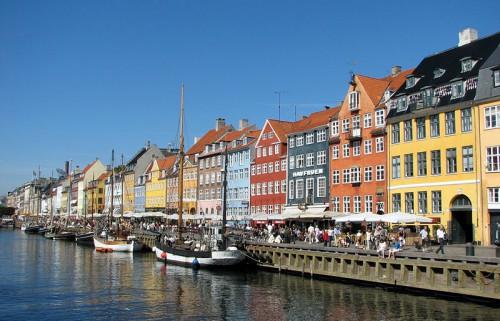 800px-Nyhavn,_Copenhagen.jpg